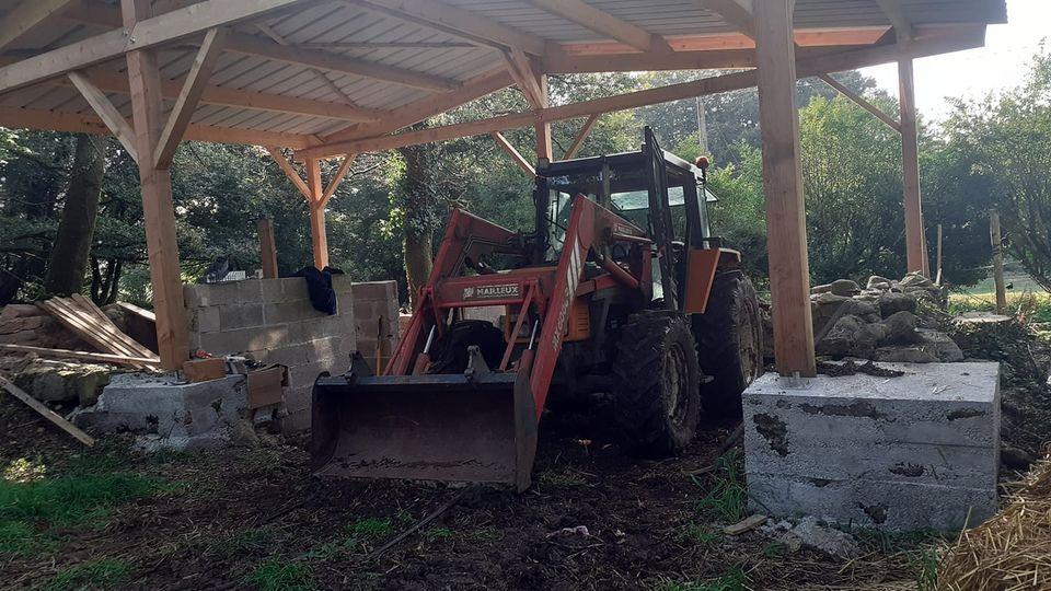 Un tracteur à l'abri pour la première fois dans le…